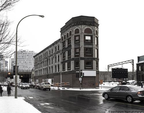 Construit en 1875, l'édifice Rodier est l'un des derniers témoins de l'importance entrée du centre-ville que constituait jadis le square Chaboillez, face à l'ancienne gare Bonaventure, occupé aujourd'hui par les accès souterrains de l'autoroute Ville-Marie et le Planétarium.