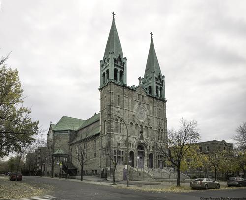 Situé dans l'arrondissement Hochelaga-Maisonneuve, l'église Très-Saint-Nom-De-Jésus a été construite au début du 20ième siècle.