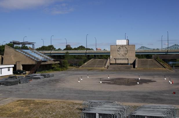 La Place des Nations a été réalisée dans le cadre du grand projet d'aménagement de Terre des Hommes pour l'Exposition universelle de 1967.